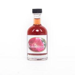 Kotimainen Ruusun terälehdistä valmistettu ruususiirappi. Käytä maustamiseen, jälkiruokiin sekä esim. juomiin. Sopii myös teen kanssa.